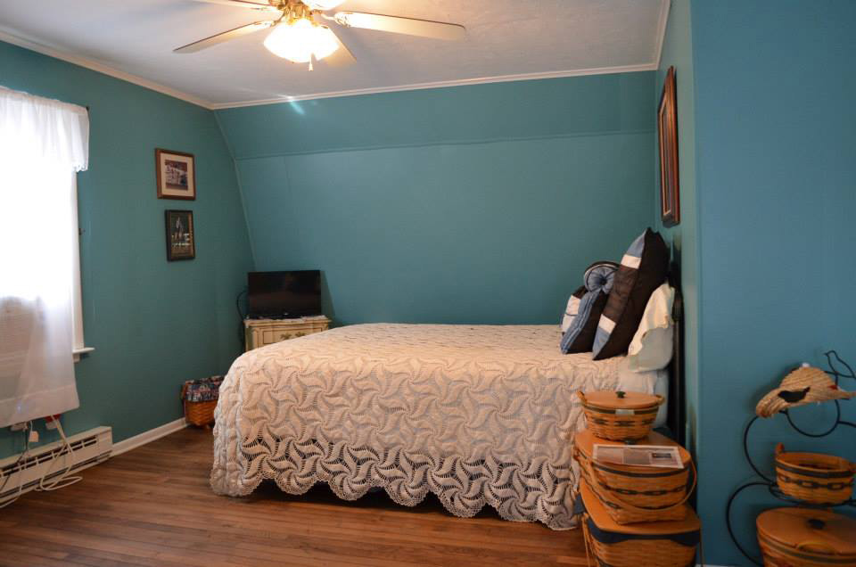 upstairs_blueroom_bed1