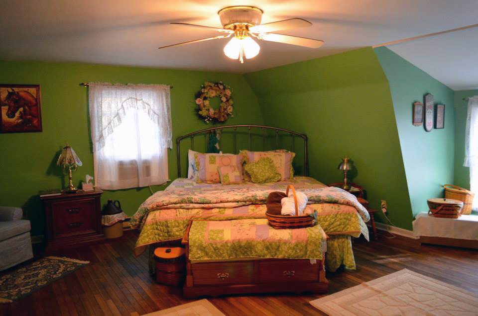 upstairs greenroom bed