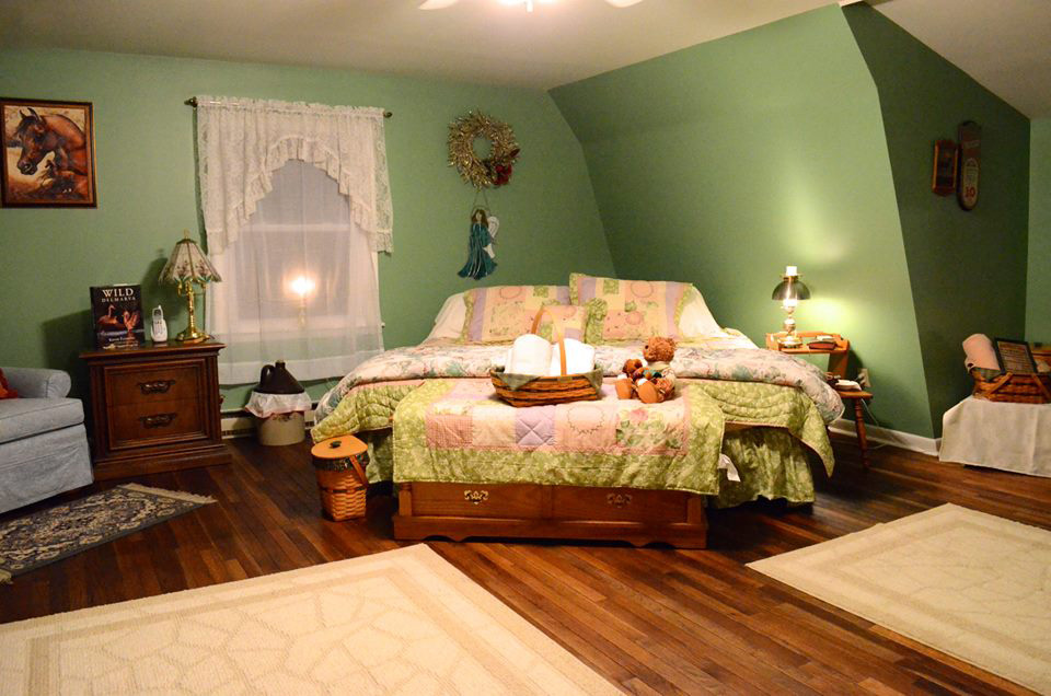 upstairs_greenroom_bed3