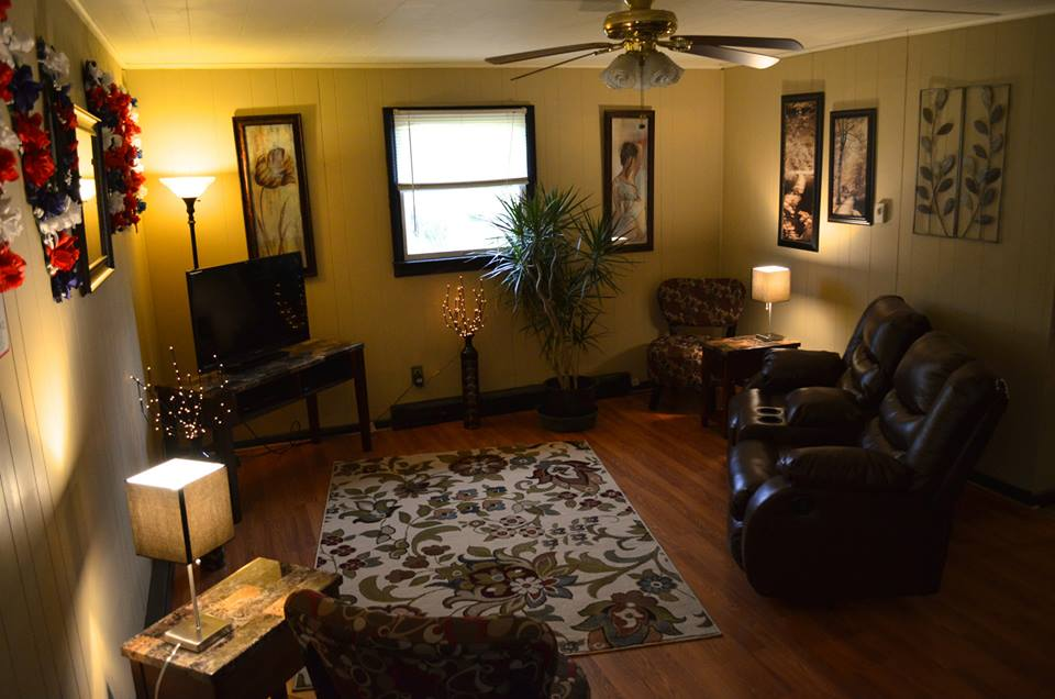 Moms Place At Adandy Farm Apartment - Rooms for rent with private bathroom and kitchen