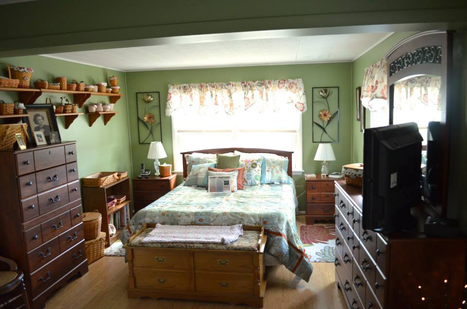 downstairs_master_bed